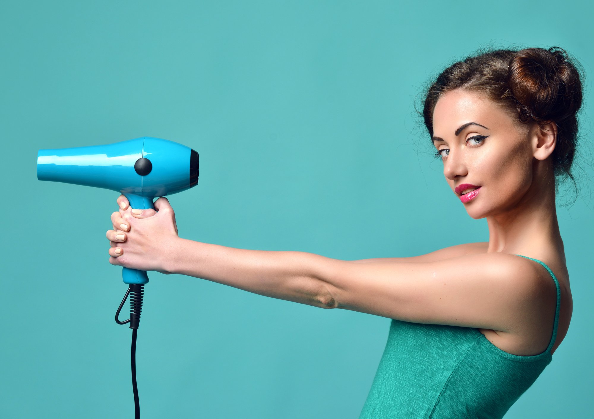 How to Dry Your Hair the Right Way: A Detailed Guide