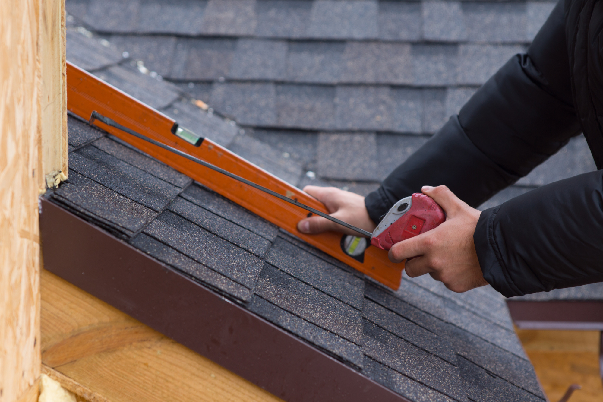 Pitch Problems: What Type of Roofing Is Best For a Low Pitch Roof?